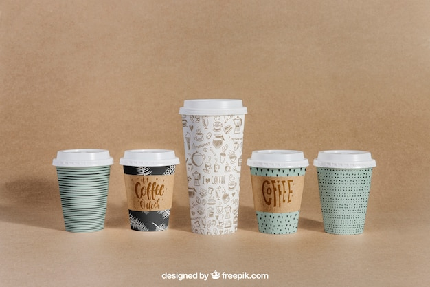 Koffie mockup met vijf kopjes van verschillende grootte