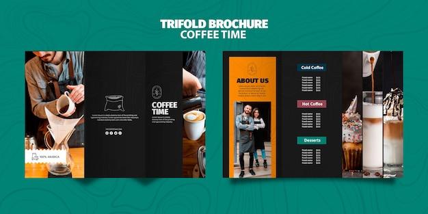 Koffie tijd driebladige brochure sjabloon