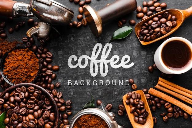 Koffieachtergrond met mokken en kommen koffiekader