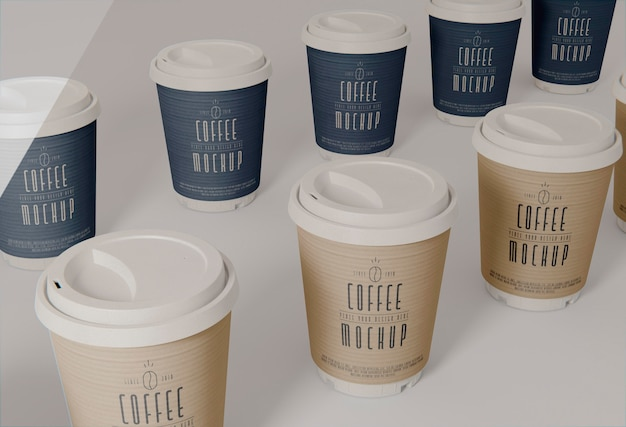 Koffiekopjes assortiment hoge hoek Gratis Psd