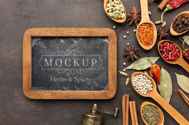 Kruiden en specerijen mock-up met bord