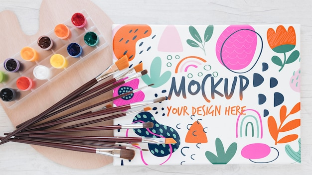 Kunststudio kleurrijke mock-up met borstels
