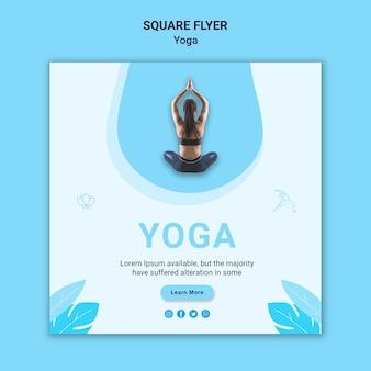 Kwadraat flyer-sjabloon voor yoga-oefening