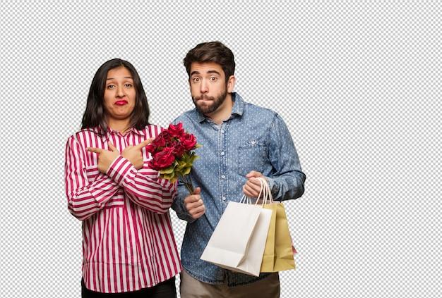 La giovane coppia in giorno di san valentino decide tra due opzioni