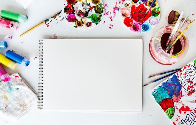 La pintura de colores es un arte para mezclar colores