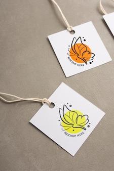 Labellabels voor kleding ophangen