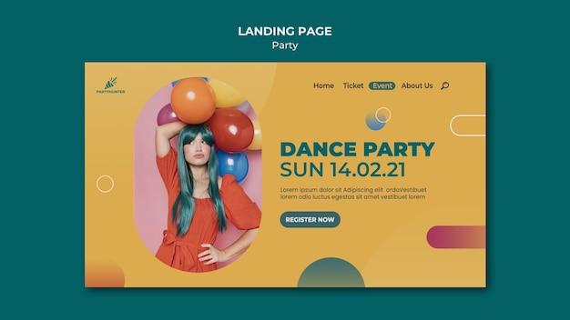 Landingspagina sjabloon voor feestviering met vrouw en ballonnen