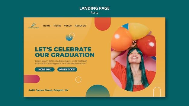 Landingspagina voor feestviering met vrouw en ballonnen