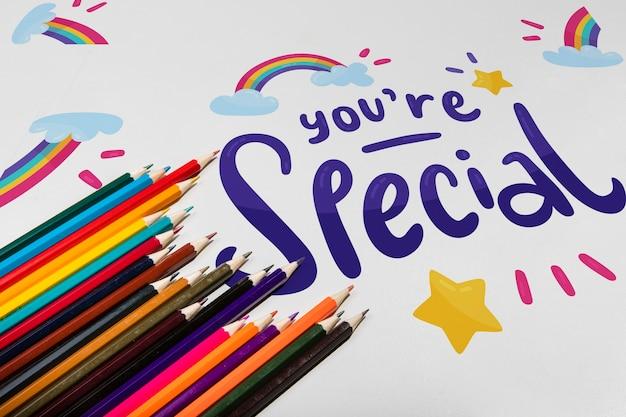 Lápices de colores de alta vista knolling concepto de escritorio