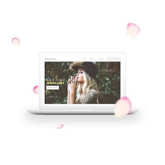 Laptop en bloemblaadjes mock-up