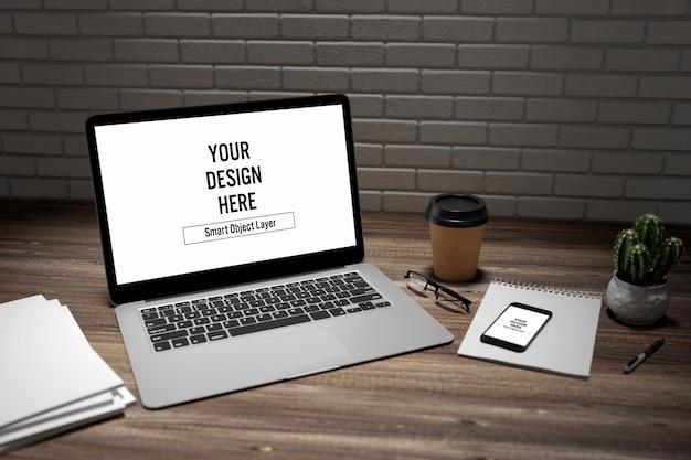 Laptop en smartphone op bureaumodel