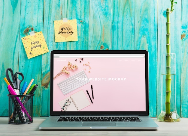 Laptop mockup en werkruimte concept