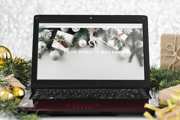 Laptop mockup met kerstmisconcept