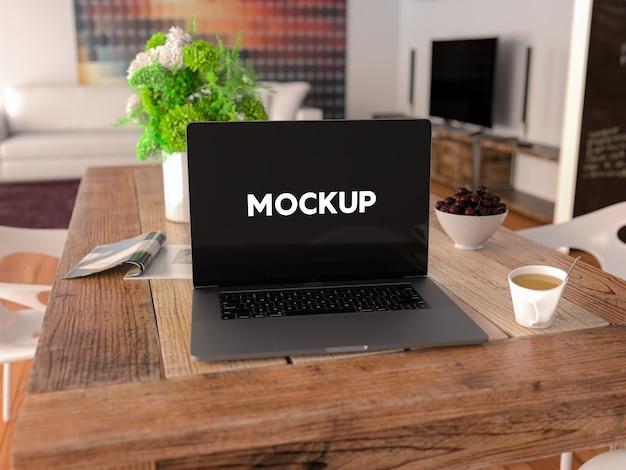 Laptop op een tafel mock up ontwerp