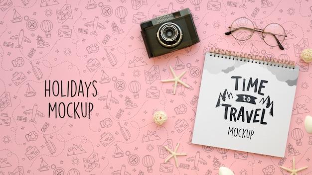 Laten we gaan reizen mock-up en retro camera