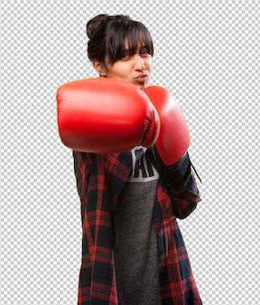 Latijns meisjesponsen met rode handschoenen