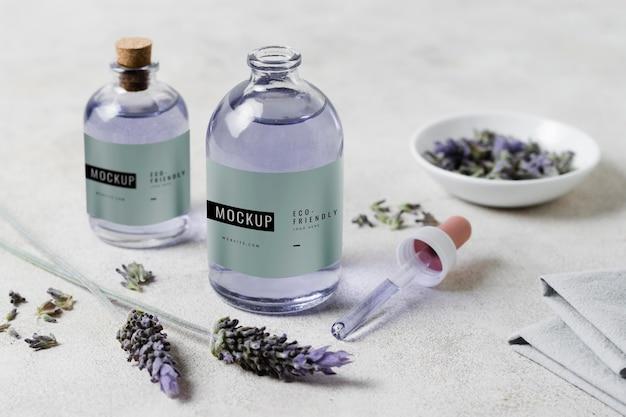 Lavendel waterfles op tafel