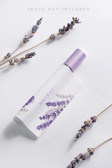 Lavendelbloem met parfummodel Premium Psd