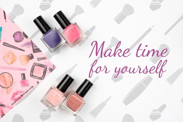 Lay flat de maqueta colorida de esmalte de uñas
