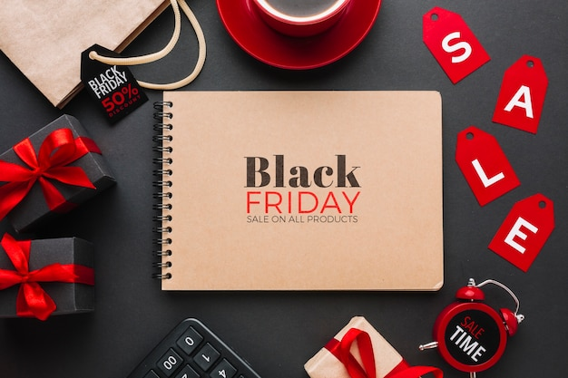 Lay flat de maqueta de concepto de viernes negro sobre fondo negro