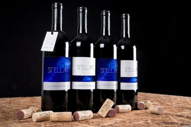 Le bottiglie di vino mock up di progettazione