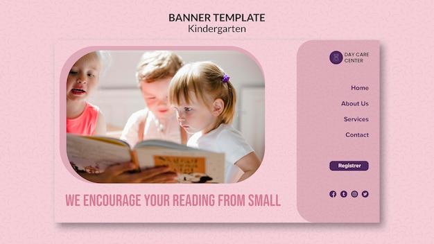 Lectura de una pequeña plantilla de pancarta de jardín de infantes