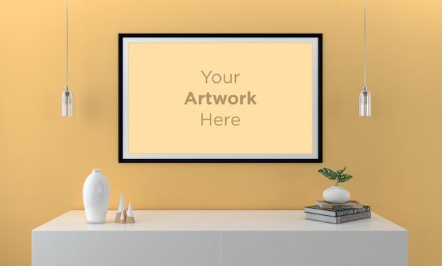 Leeg fotolijstmodel met gele walll
