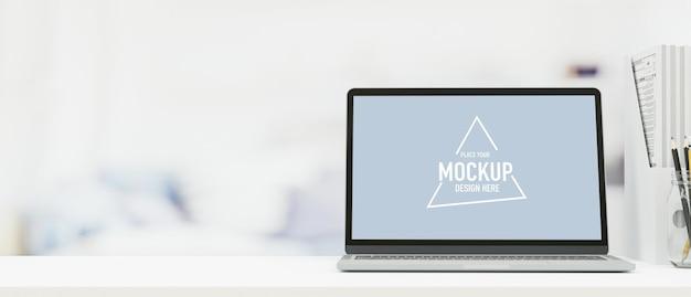 Leeg scherm laptopcomputer op witte tafel vrije ruimte op de bovenste tafel op kantoor 3d-rendering