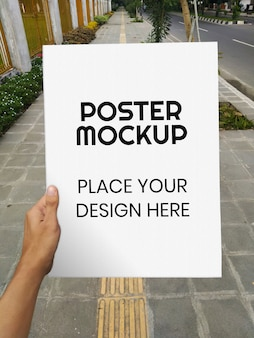 Lege poster realistische mockup in de straat