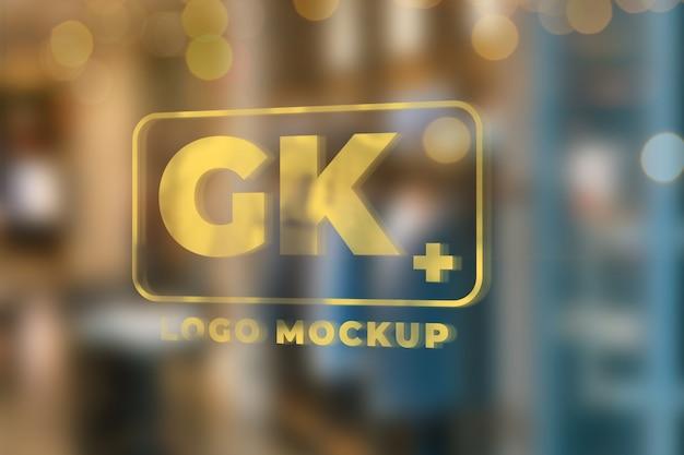 Lege ruimte op vensterglas voor logo mockup