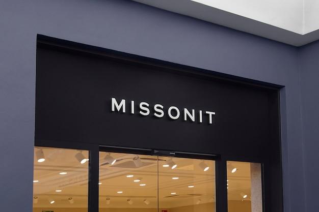 Letrero de fachada moderna de maqueta de logotipo 3d