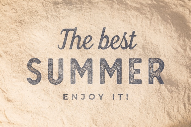 Lettering estate sfondo con elementi di spiaggia
