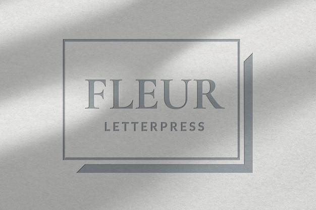 Letterpress studio bedrijfslogo psd-sjabloon in reliëfpapiertextuur