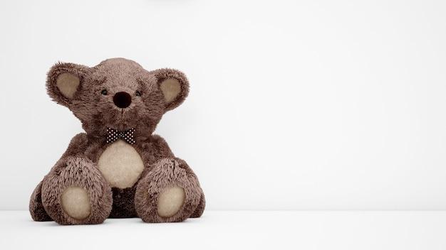 Leuke teddybeer met witte copyspace