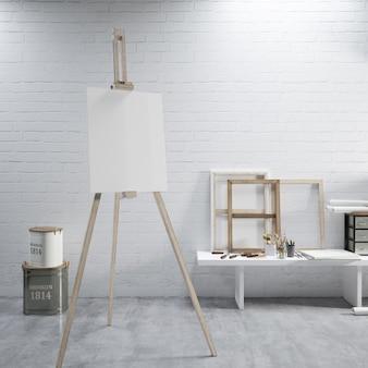Lienzo blanco sobre un caballete en la sala de arte