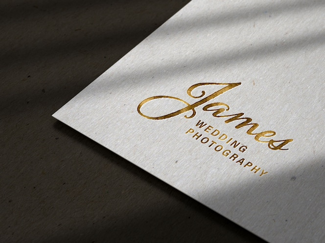 Logo in rilievo di lusso in rilievo su struttura di carta nera