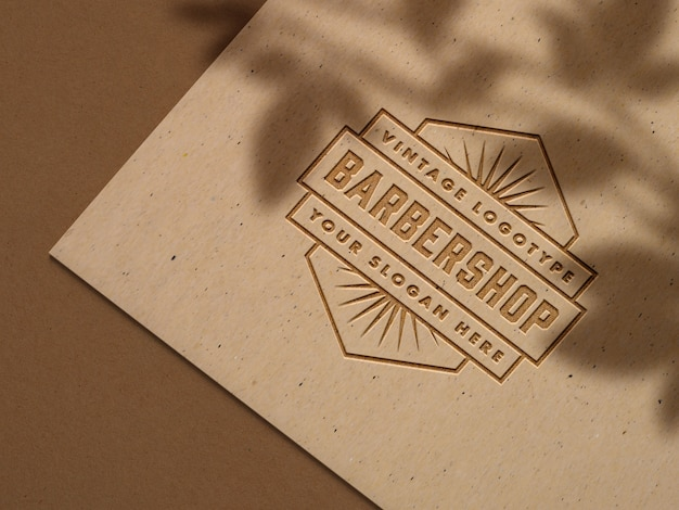 Logo in rilievo su carta craft