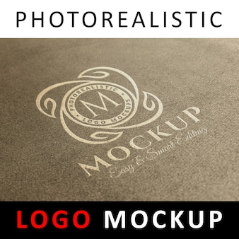 Logo mock up - logotipo blanco en papel kraft antiguo