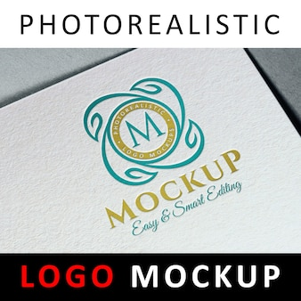 Logo mock up - logotipo de color tipográfica impreso en papel blanco