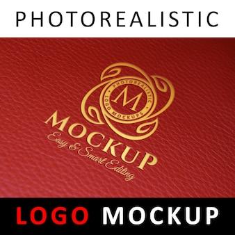 Logo mock up - logotipo de estampado de foil en cuero rojo