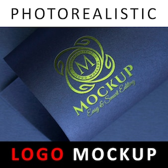 Logo mock up - logotipo metálico verde en papel azul estampado