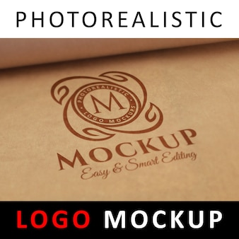 Logo mock up - logotipo rojo impreso en papel kraft