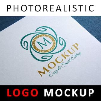 Logo mockup - gekleurd logo op wit geweven papier