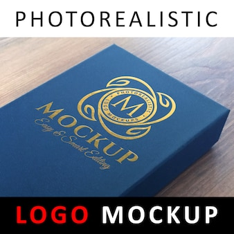 Logo mockup - golden foil-logo op blauwe kaartdoos