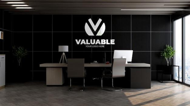 Logo-mockup in de muur van de kantoormanager