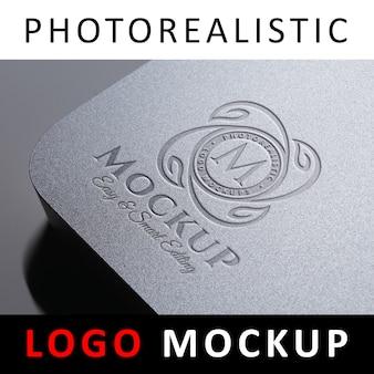 Logo mockup - logo debossed en tarjeta de plástico