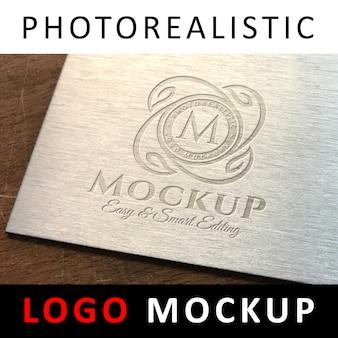 Logo mockup - logo met inscriptie op metalen oppervlak