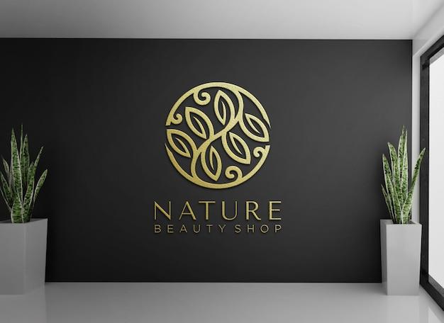 Logo mockup met reliëf op zwarte muur