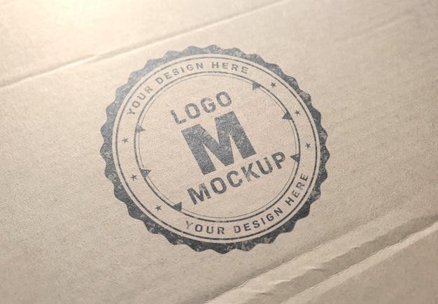 Logo mockup op kartonnen textuur