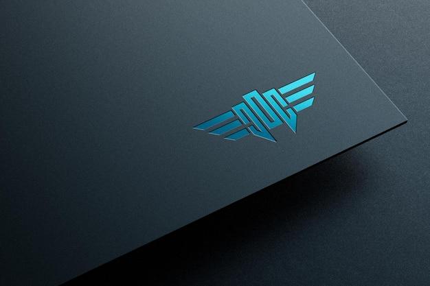 Logo mockup op papier met spot uv letterpress effect